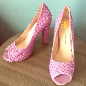 House of Harlow NEW Pearl Purple Heels Size 39